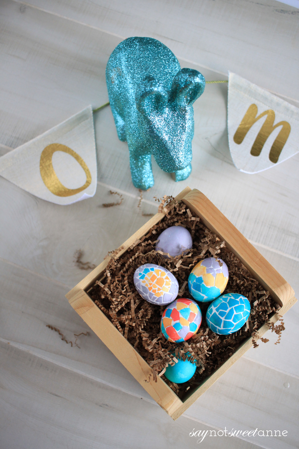 Mosaic Easter Egg Dye Ideas and Designs! This intricate looking effect is actually really easy! | saynotsweetanne.com