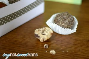 Easy Cookie Dough Truffles - No Chocolate Dipping! | via Saynotsweetanne.com