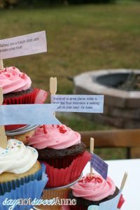 DIY Cupcake Flags with Customizable Template at Saynotsweetanne.com