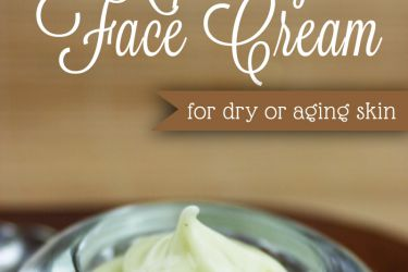 Green Tea Repairing Face Cream healthy, clean and nourishing - great for dry or aging skin! | saynotsweetanne.com | #lotion #diy #clean #beauty #greentea