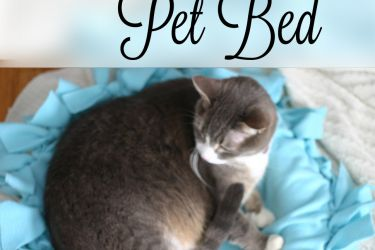 Easy DIY Pet Bed | Saynotsweetanne.com | #diy #pets #nosew