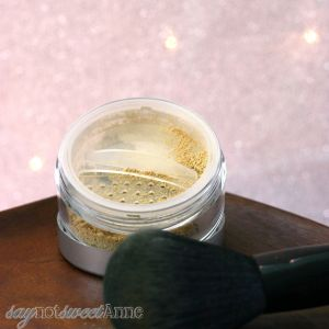 DIY All Mineral Makeup! Using high quality minerals, no fillers, no food products and no perfumes,. Make your perfect shade, and then make more when you run out! | saynotsweetanne.com | #diy #makeup #minerals #beauty