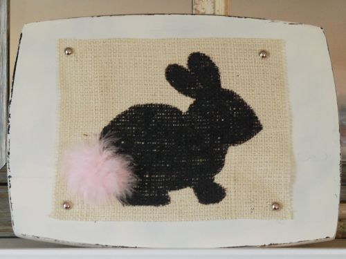 This burlap bunny sign is so cute, and is such an easy Easter project!