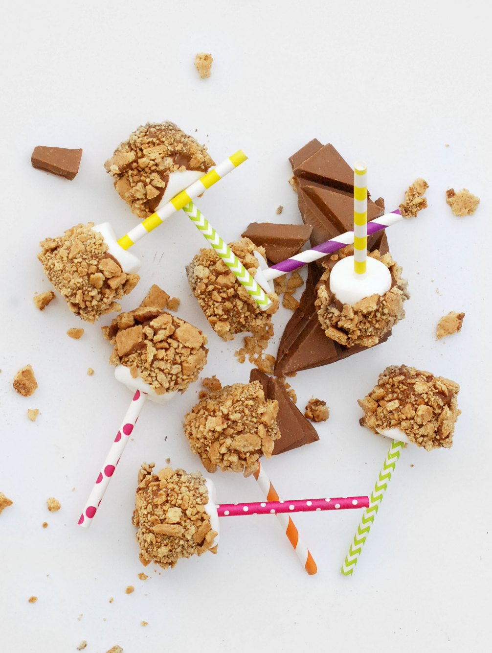 Who doesn't love s'mores?? These s'mores pops taste just like the original, but easy and portable!