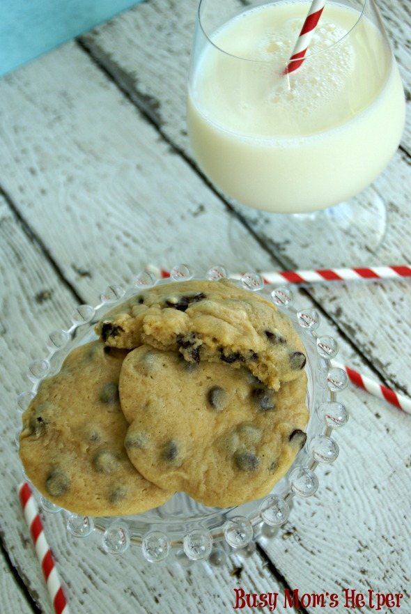 Simple Chocolate Chip Cookies / by Busy Mom's Helper via SayNotSweetAnne.com #cookies