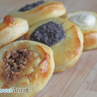Kolache - Traditional Eastern European Sweet Dough | saynotsweetann.com | #bread #backing #christmas #tradition