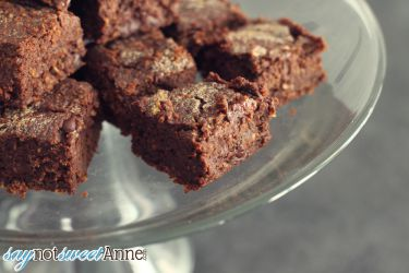 """Guilt Free Black Bean Craving Brownies! Low in refined sugar, no flour, rich and dense chocolate flavor and even a trick to getting """"classic"""" brownie crinkled tops! I brought a pan in for my coworkers and no one had any idea they were guilt free. 
