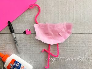 Easy Summer Craft - Flamingo! Capture the bright cheery joy of summer with this easy boredom buster. Perfect for classrooms, bible school, babysitting or other kid-friendly spaces. | saynotsweetanne.com