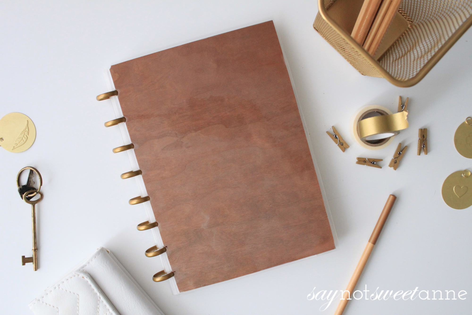Make your own custom covers for pennies, and without proprietary kits! Perfect for Martha Stewart, Tul, Arc, Create 365 MAMBI Happy Planners, IQ 360, and Levenger Circa brands!   Saynotsweetanne.com