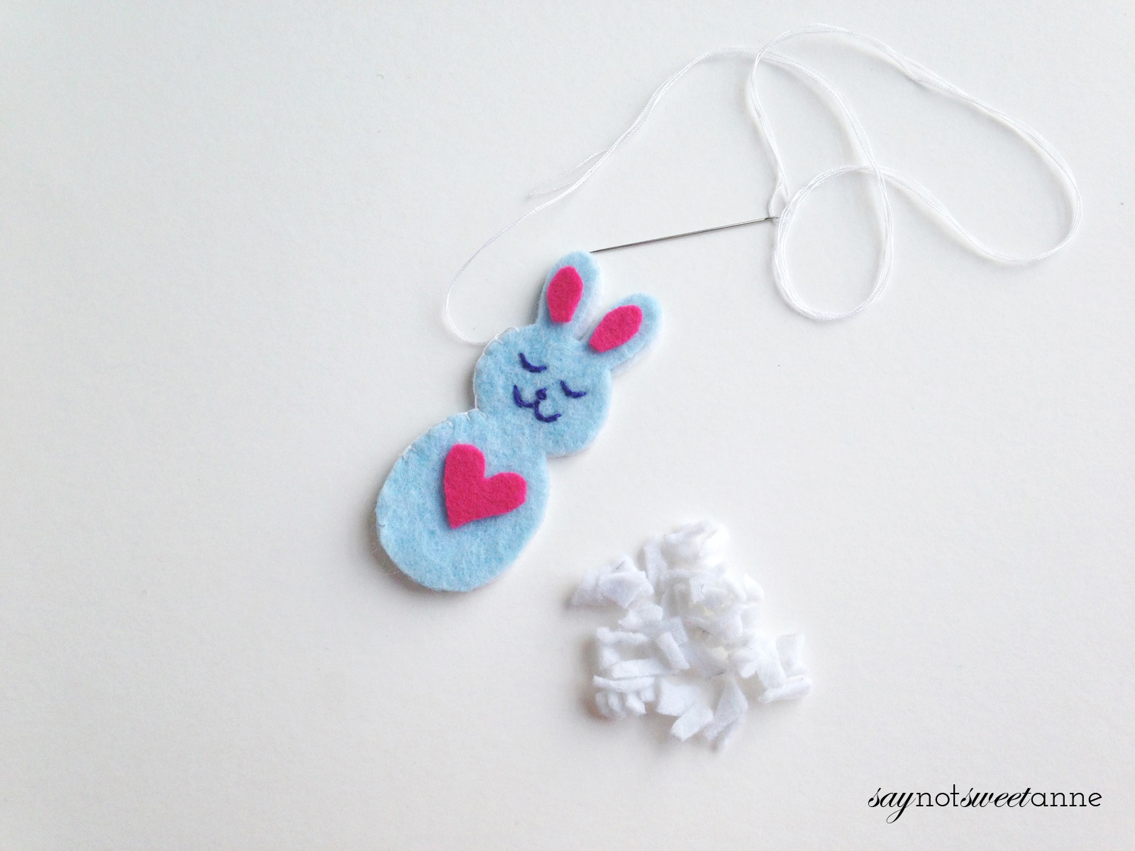 Celebrate spring and Easter with this adorable Happy Bunny! This easy felt craft is great for beginning crafters, and would make a cute basket stuffer! | saynotsweetanne.com (3) copy